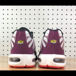Nike Air Max Plus TN White Red Tuned Women's 9.5 NWT
